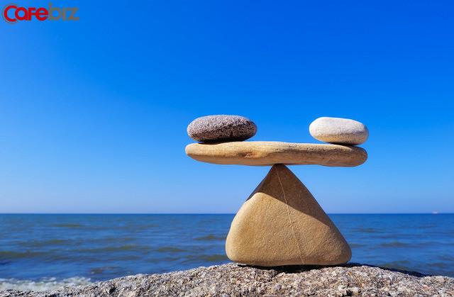 5 định luật cho người thành công: cuộc sống là một cái cân, mỗi một thứ bạn có được, bạn đều phải trả giá cho nó - Ảnh 1.