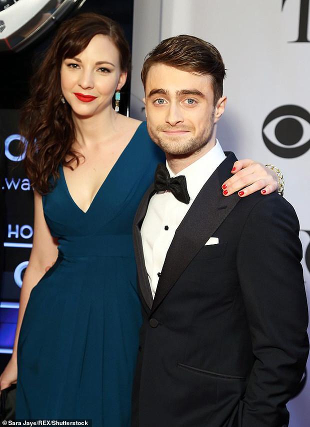 """""""Bóc trần"""" mặt tối dàn sao Harry Potter: Nam chính lợi dụng phim để ngủ với fan, Emma suýt nghỉ quay, 1 người gây sốc vì đi tù 2 năm - Ảnh 3."""