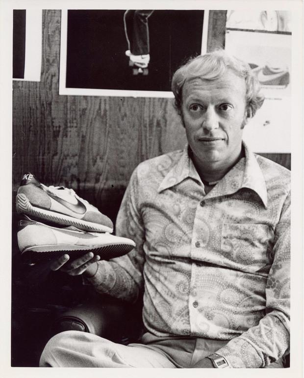 """""""Cha đẻ"""" Nike: Từ gã nghiện giày đi bán rong đến chủ nhân đế chế tỷ đô và câu nói """"con không bao giờ đi giày bố bán"""" chưa từng nguôi nhói đau - Ảnh 2."""