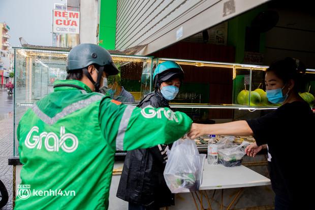 Sài Gòn cho hàng ăn uống mở bán đem về: Chị bán chè sướng run vì bán được 200 ly/ ngày, Như Lan hốt bạc nhờ bán bánh Trung thu - Ảnh 6.
