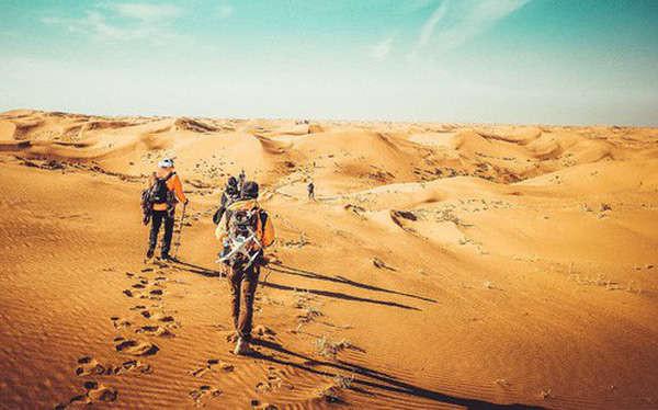 """Cùng lạc trong sa mạc, 2 người lữ hành """"kẻ sống - người chết"""" và lý do ai cũng nên biết"""