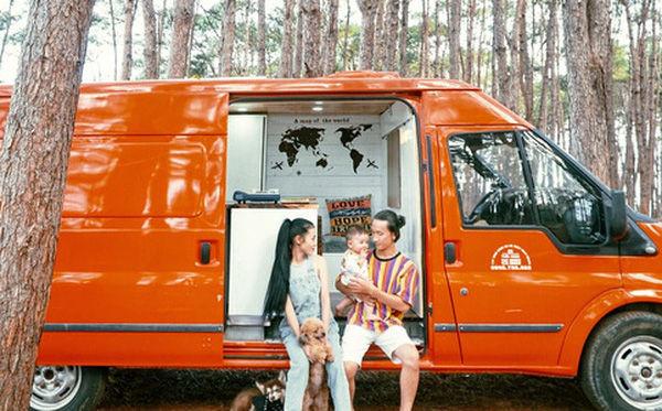 Đôi vợ chồng mua ô tô cũ về làm thành ngôi nhà di động rồi chở con đi du lịch khắp Việt Nam!