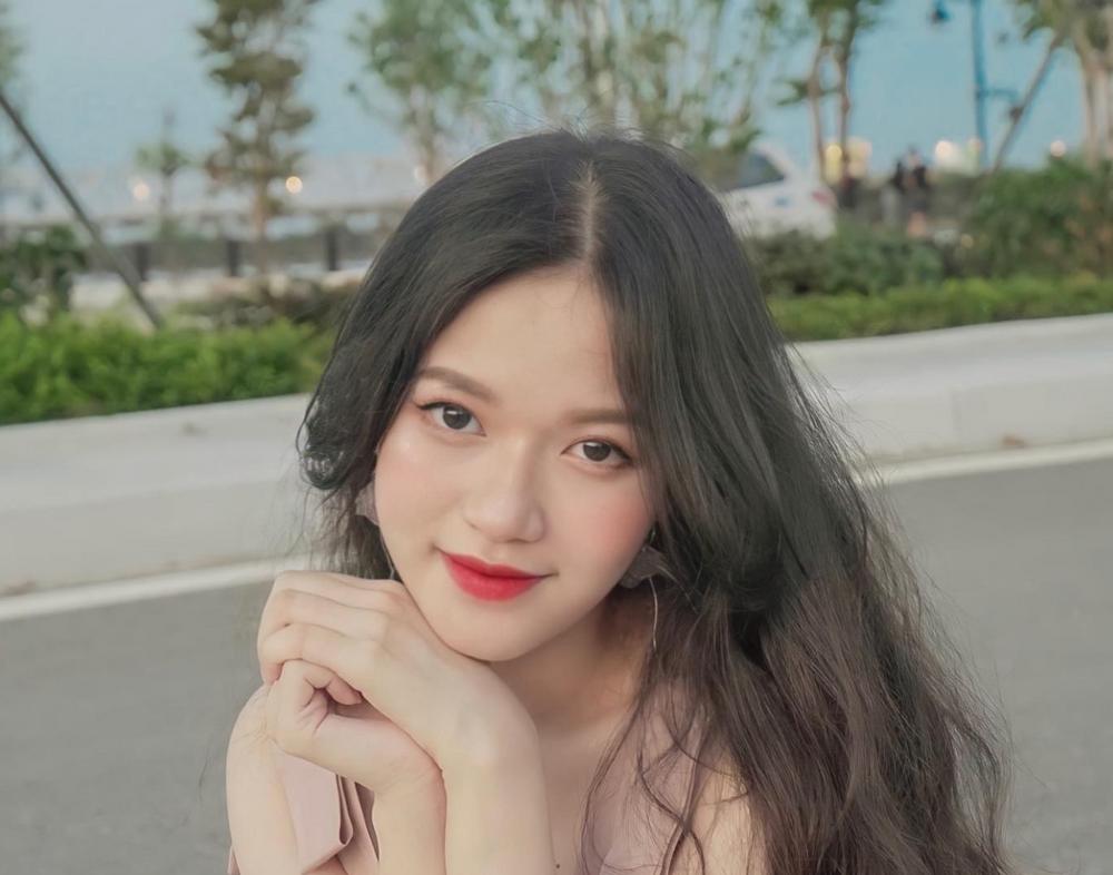 Cô giáo hot girl Nguyễn Thị Thu Thủy: 'Chỉ đẹp thôi chưa đủ để thành công'