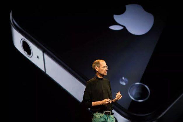 Steve Jobs ném nguyên mẫu iPhone để gây ấn tượng với 20 nhà báo