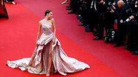 LHP Cannes: 82 sao nữ biểu tình trên thảm đỏ và trùm nghiện sex vén màn mặt tối