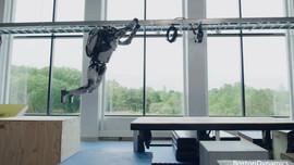 Robot trình diễn kỹ năng chạy parkour khiến nhiều người kinh ngạc