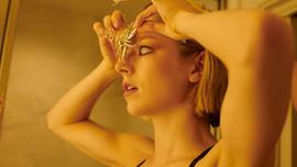 """Người đẹp chuyển giới Hunter Schafer """"ám ảnh"""" Met Gala 2021 bằng đôi mắt trắng dã"""