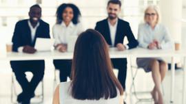 """Câu phỏng vấn của nhà tuyển dụng: """"Nếu có 5 cốc nước nhưng có tới 6 vị lãnh đạo, bạn sẽ làm thế nào?"""""""