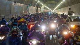 Phút chót đổi phương án, hầm qua đèo Hải Vân được mở cửa cho đoàn xe máy về quê
