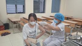 Sẽ ban hành hướng dẫn tiêm vắc xin COVID-19 cho trẻ từ 12-18 tuổi trước 15.10