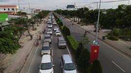 Đường từ Cần Giờ về TP.HCM kẹt cứng, ôtô xếp hàng 2km chờ qua phà Bình Khánh