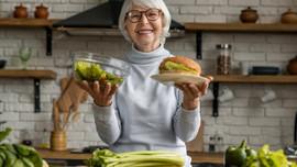 6 loại thực phẩm hủy hoại cơ thể ở tuổi 60